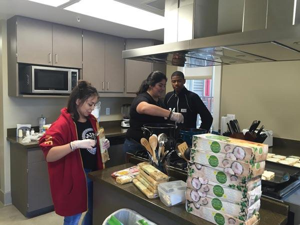 students serve up dinner at loma linda ronald mcdonald house inland empire community news. Black Bedroom Furniture Sets. Home Design Ideas